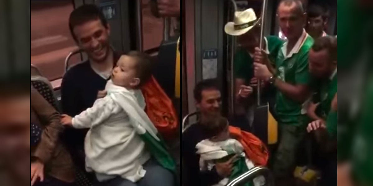 Aficionados irlandeses cantan una nana a un bebé