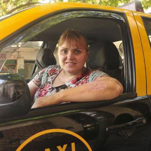 mujer taxista