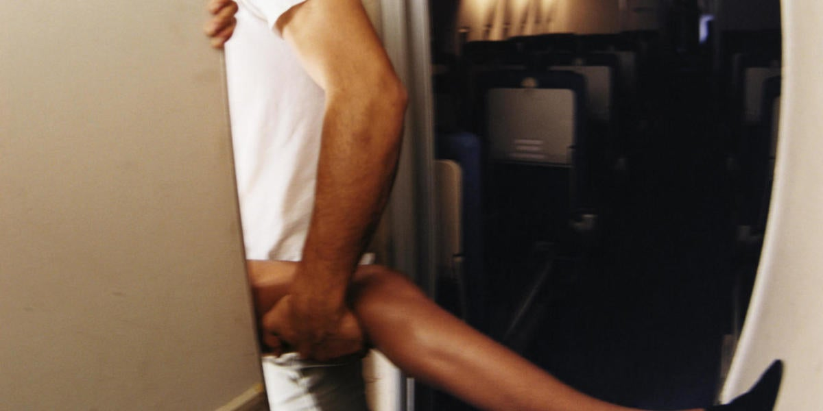 Pareja en un avión