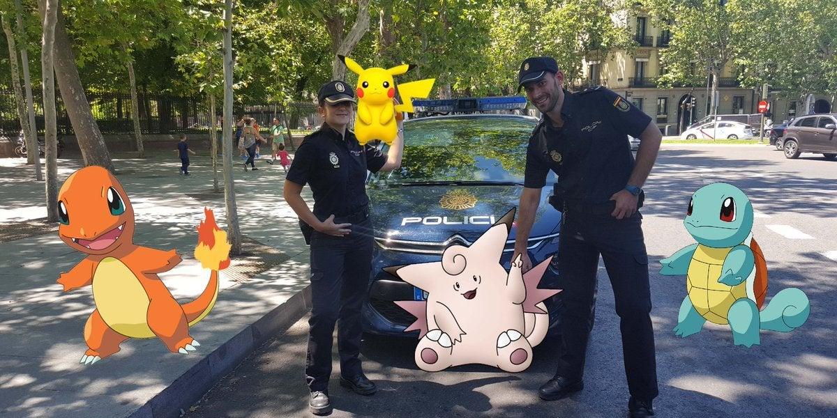 La Policía Nacional ha publicado una serie de consejos para que se juegue a Pokémon Go con seguridad