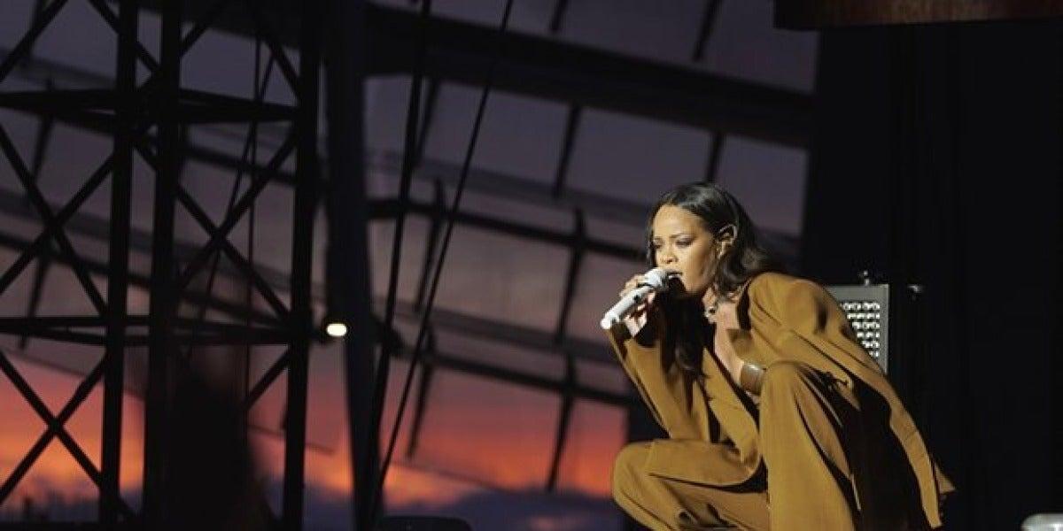 Rihanna realiza un emocionante homenaje a las víctimas del atentado de Niza