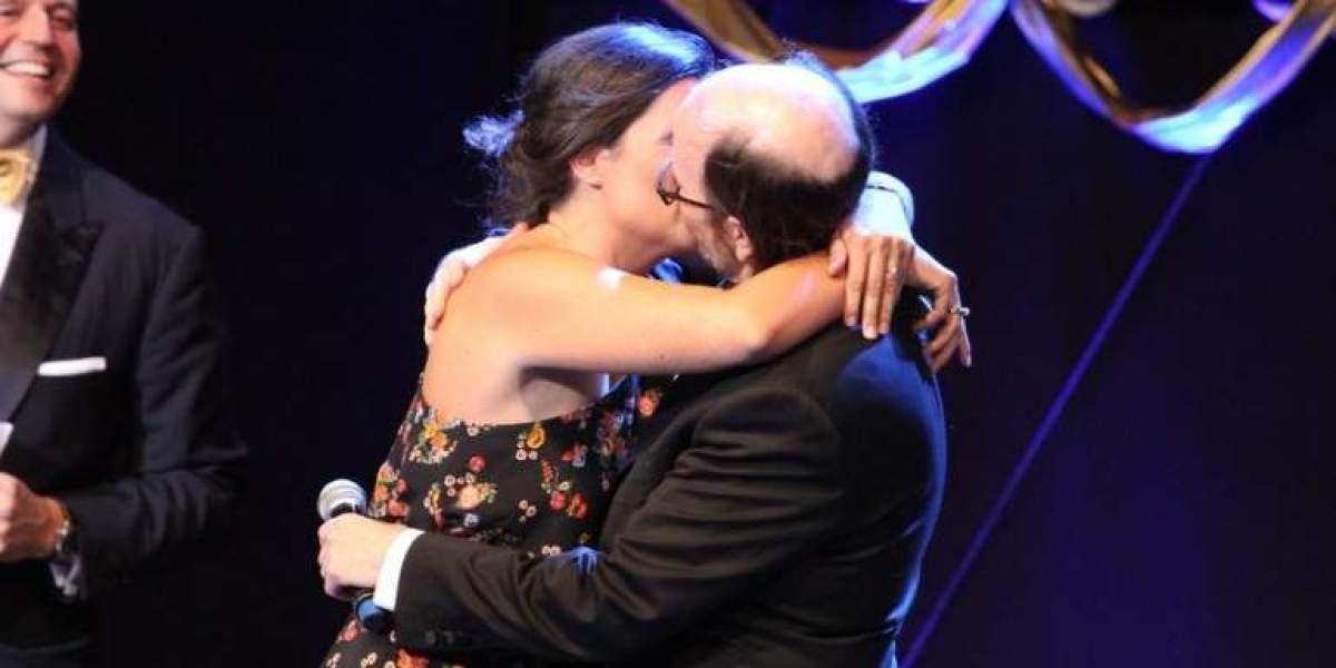 La mujer que pagó 1.600 euros por besar a Santiago Segura