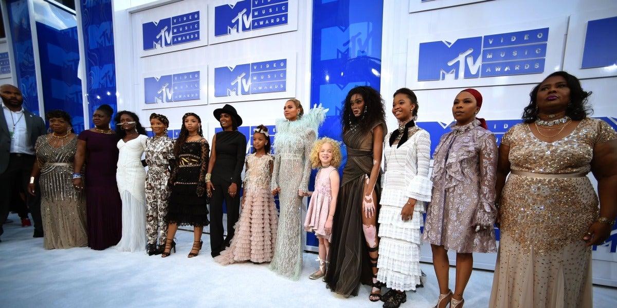 Beyoncé junto a las madres que han perdido a sus hijos víctimas de la brutalidad policial