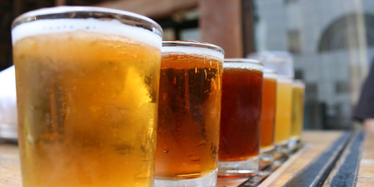 Imagen de archivo de varias cervezas