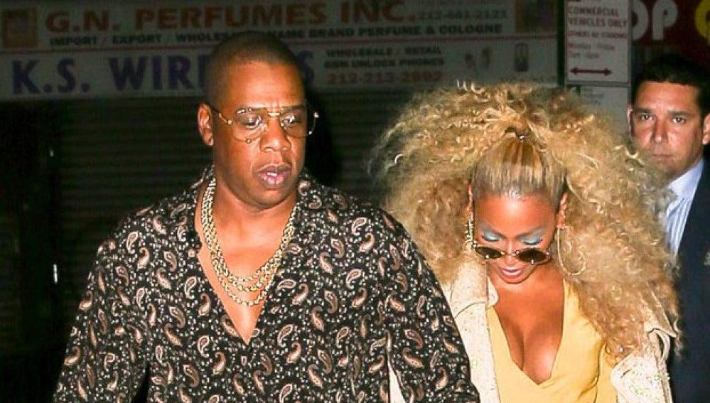 Jay Z y Beyoncé saliendo de una fiesta