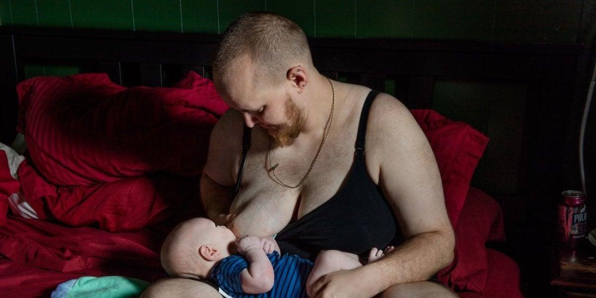 Evan Hempel dándole el pecho a su hijo