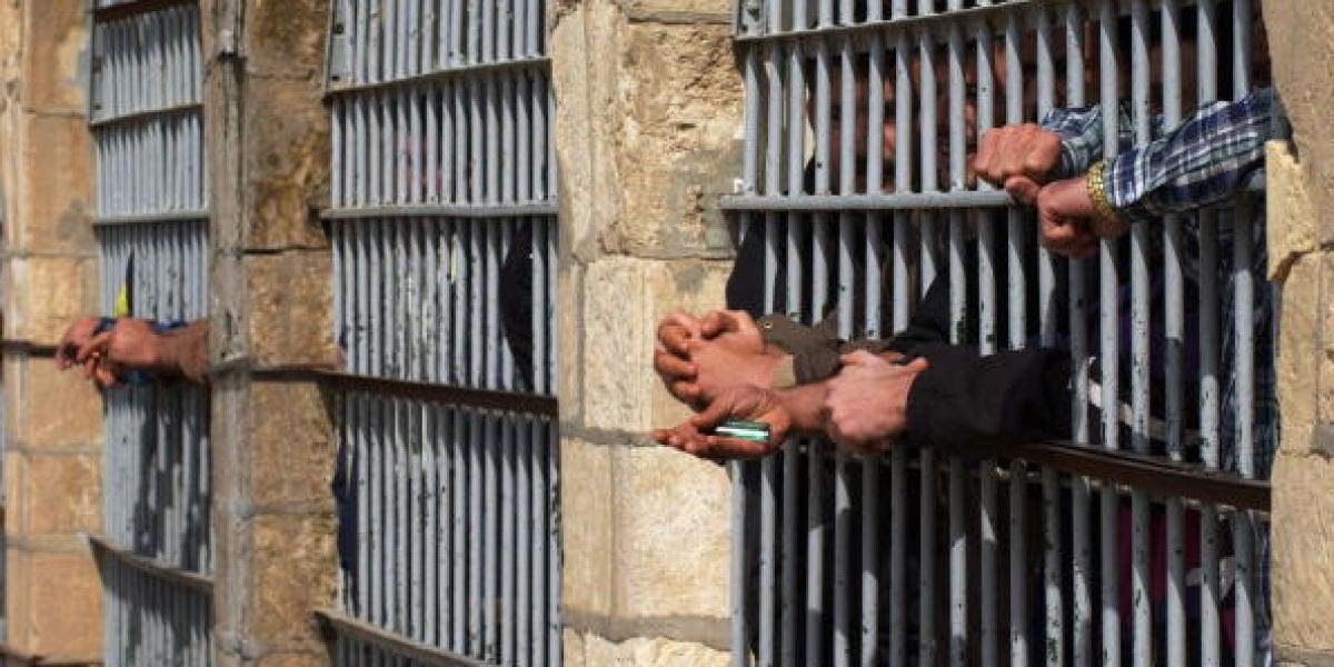 Imagen de varios presos encarcelados