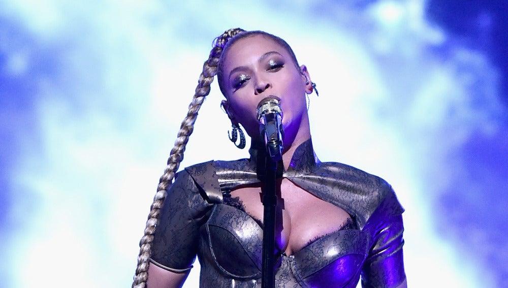 Beyoncé durante el concierto benéfico Tidal X 1015