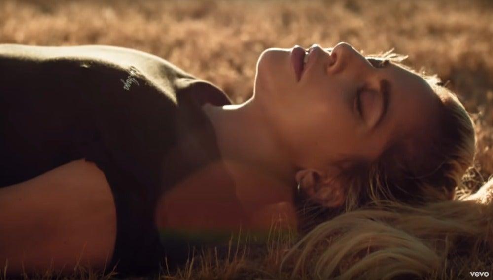 Lady Gaga en el vídeo de 'Million Reasons'