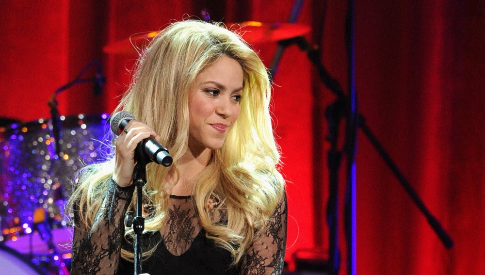 Shakira actuando en BMI Pop Awards 2014