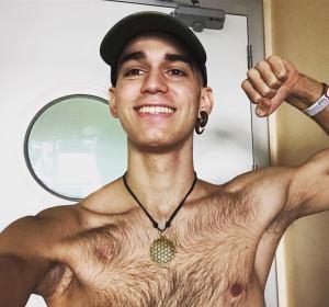 Pablo Ráez cuando recibió el alta tras 38 días hospitalizado