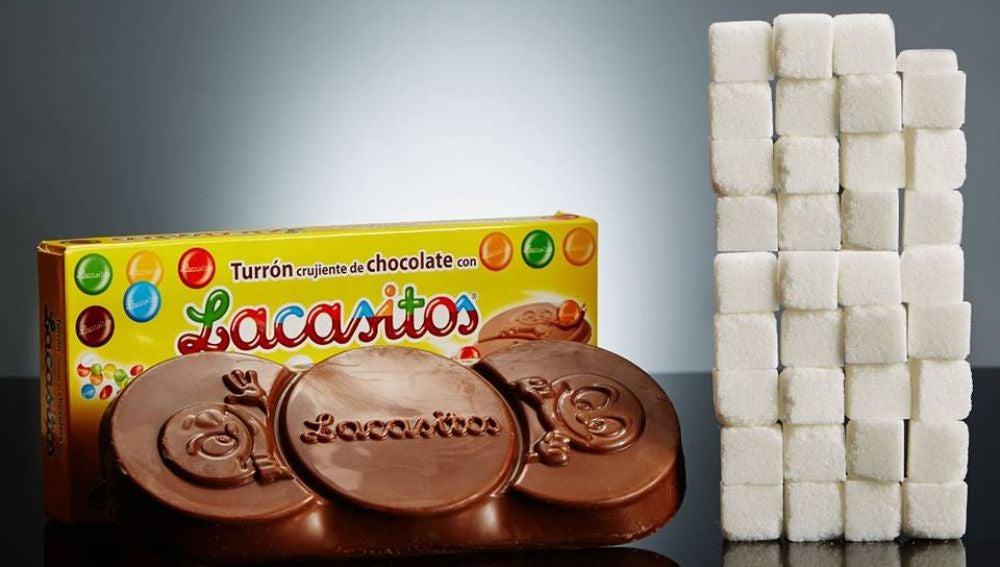 Una tableta de turrón de Lacasitos de 200gr tiene 140,6 gramos de azúcar, lo que equivale a más de 35 terrones.