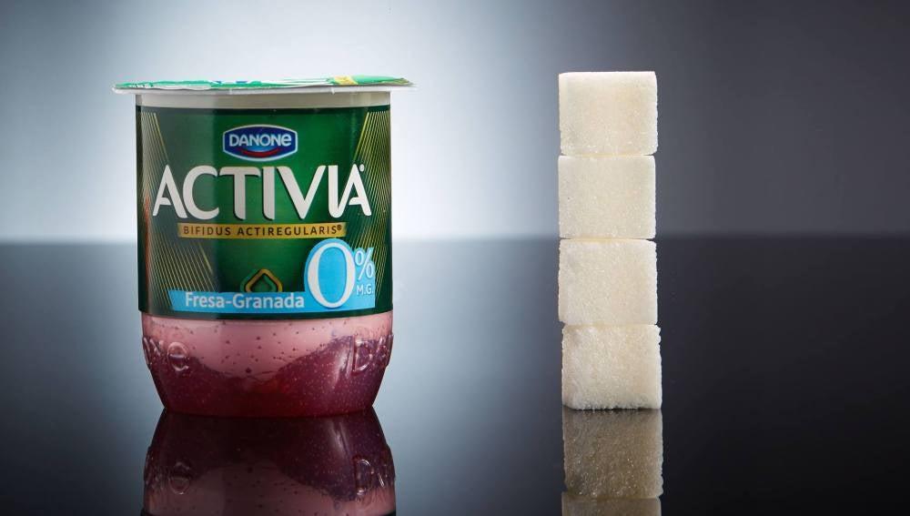 Un yogur Activia con frutas contiene 4 terrones de azúcar