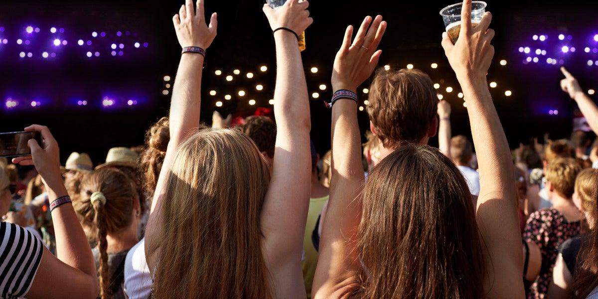 Adictos al selfie, borrachos, ultrafans: ésta es la fauna de un concierto