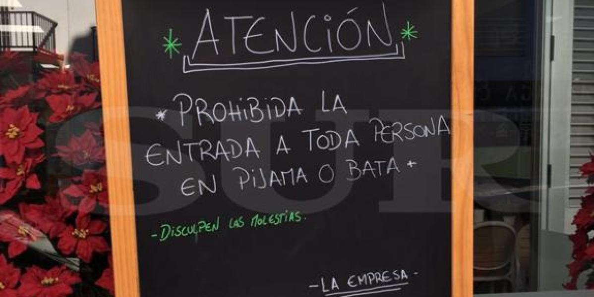 Cartel a la entrada de un bar de Málaga