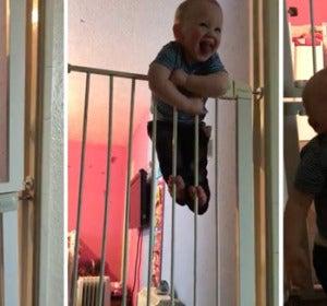 Leo Westlake, tiene solo 21 meses de edad y es un auténtico escapista