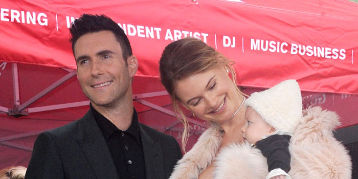 Adam Levine junto a su mujer e hija