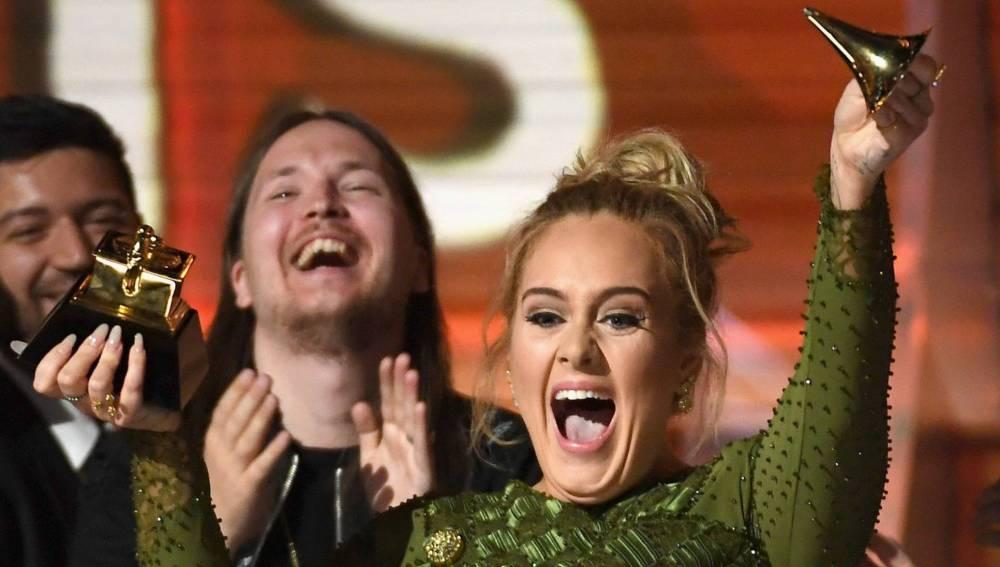 Adele celebrando en los Grammy 2017