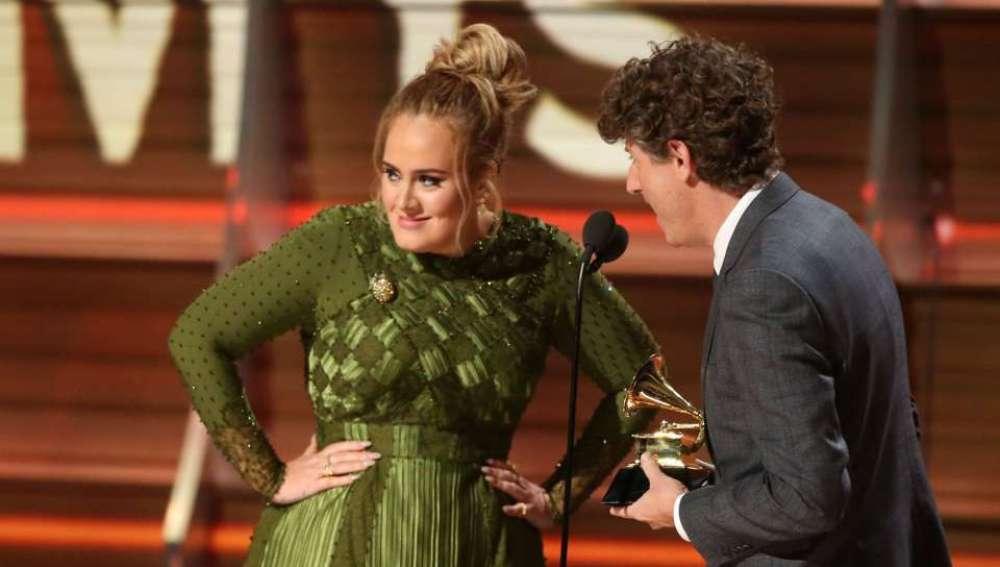Adele en la gala de los Grammy 2017