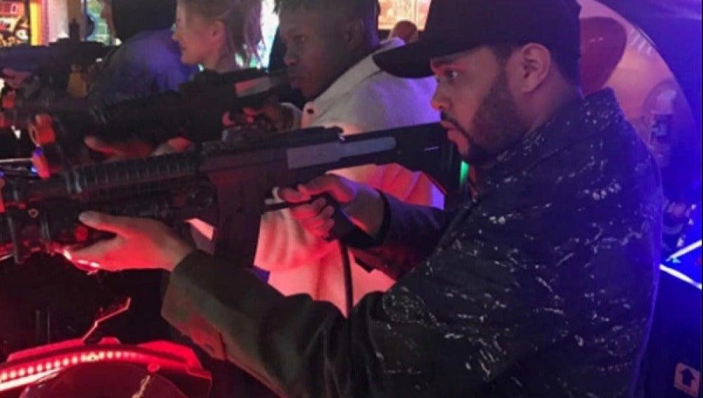 The Weeknd en la fiesta que le regaló Selena Gomez
