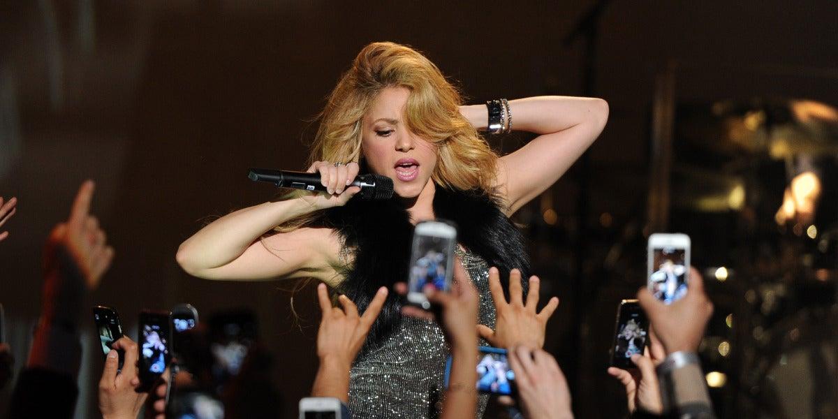 Shakira durante una de sus actuaciones