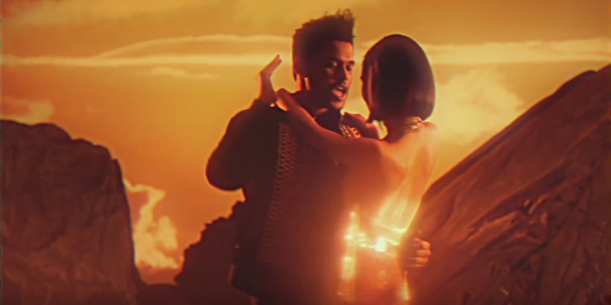 The Weeknd en el vídeo de 'I feel It Coming'