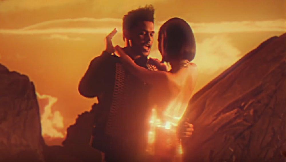 The Weeknd en el vídeo de 'I feel It Coming'