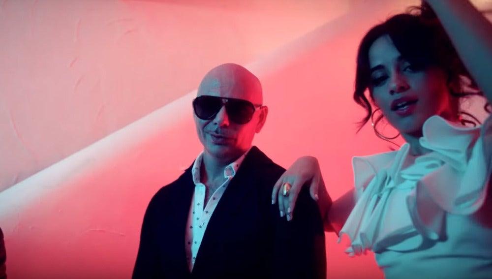 J Balvin, Pitbull y Camila Cabello en 'Hey Ma'