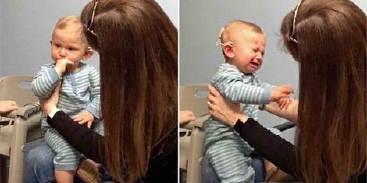 Un bebé sordo llora al escuchar por primera vez la voz de su madre