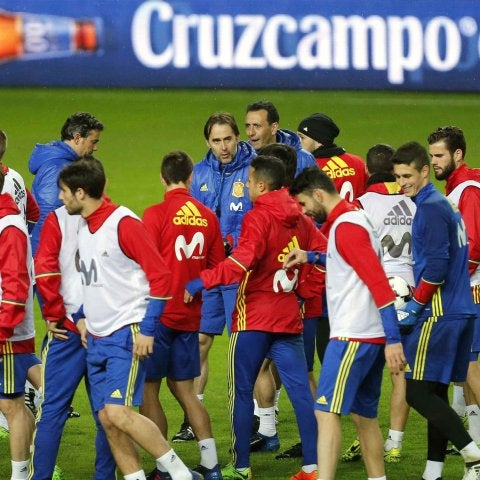 La Selección Española se entrena en El Molinón.