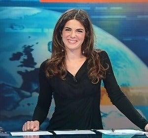 La presentadora del canal TG5 de la televisión Italiana, Constanza Calabrese