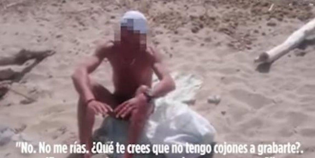 Una joven graba y humilla a un acosador que se masturba mirándole en la playa