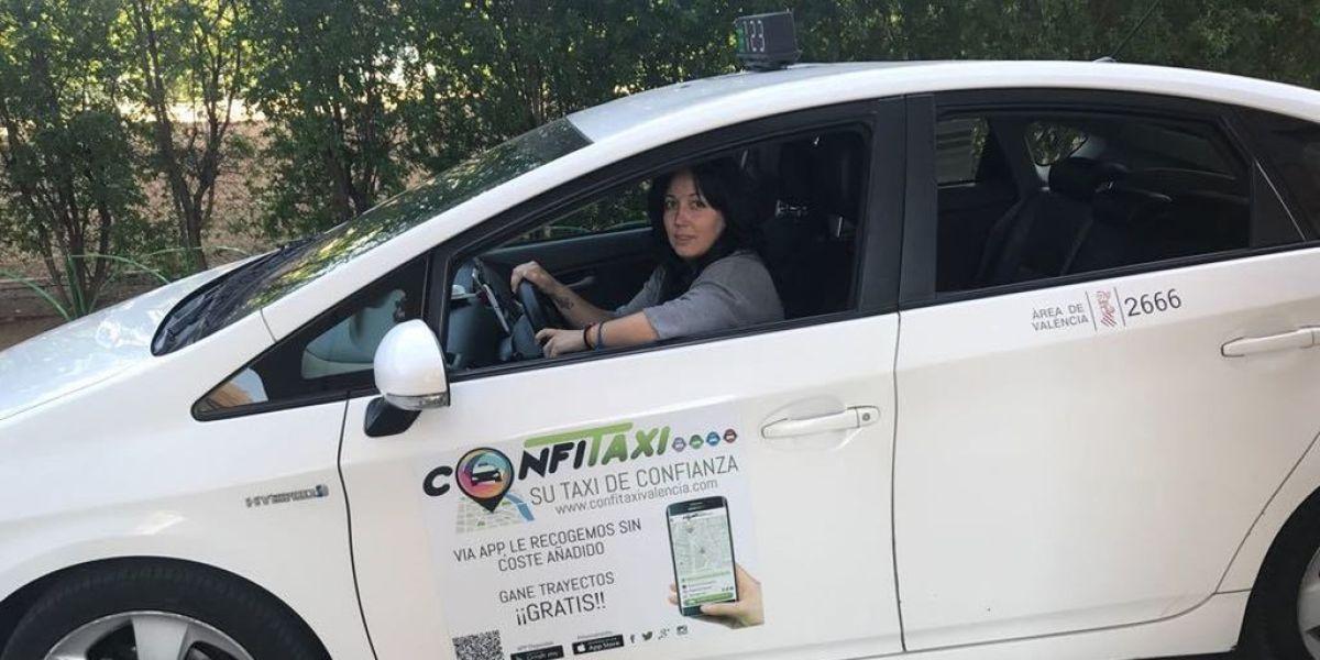 Sonia López dirige la emisora de taxi Dona dentro de Confitaxi