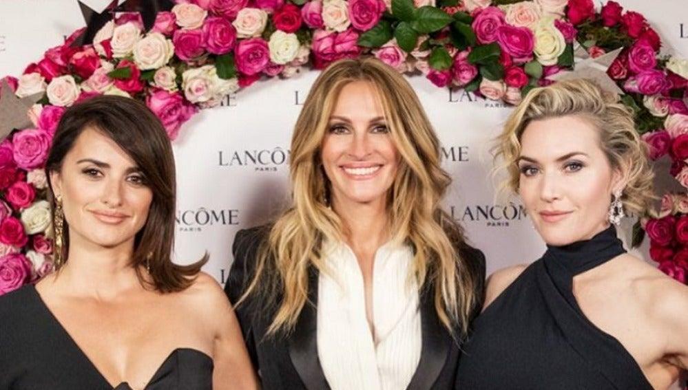 Penélope Cruz, Julia Roberts y Kate Winslet durante una fiesta en Mónaco