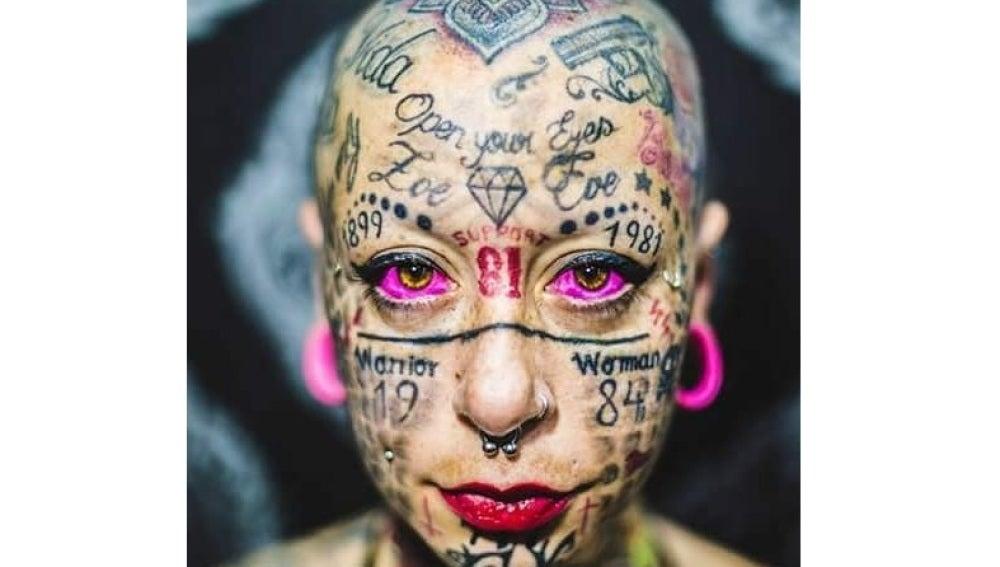 La Mujer Más Tatuada De Europa Se Arrepiente Y Borra Con Láser Los