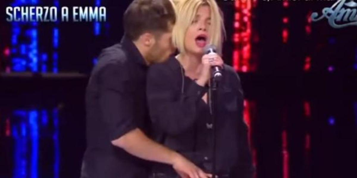 Emma Marrone sufre un abuso sexual mientras ensaya en la televisión italiana