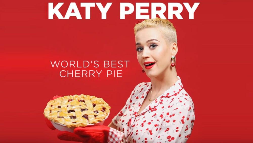 Katy Perry prueba su propio pastel de cerezas