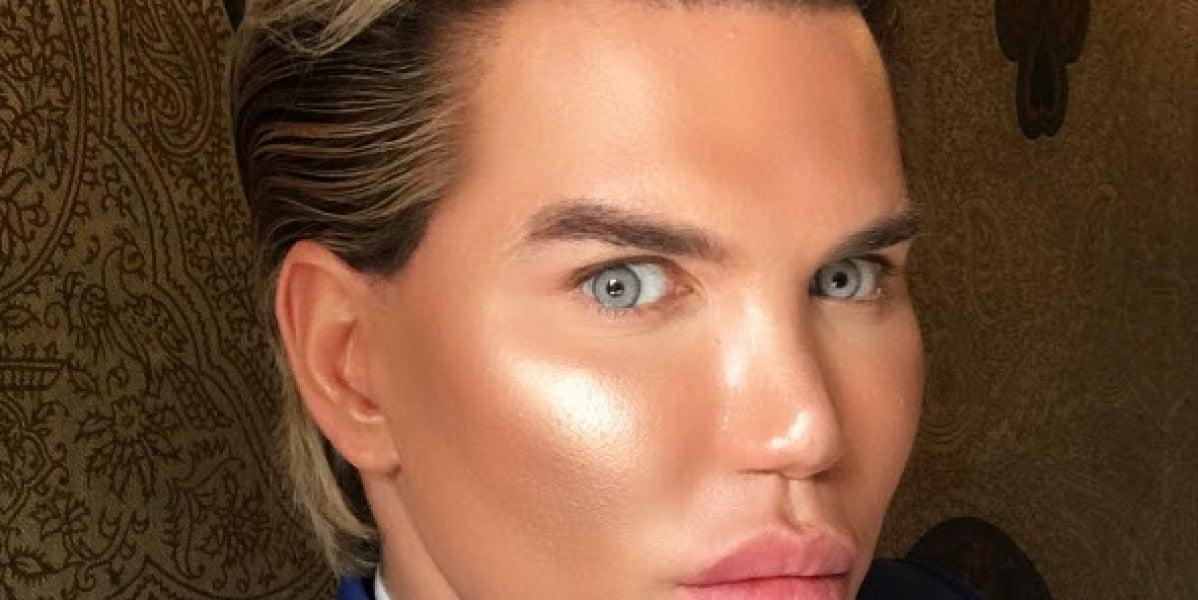 Los cirujanos no quieren cambiarle el color de ojos al Ken Humano