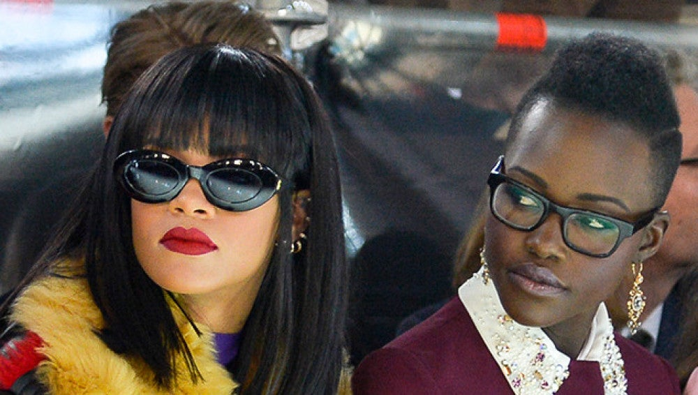 Rihanna y Lupita Nyong'o en el desfile de Miu Miu