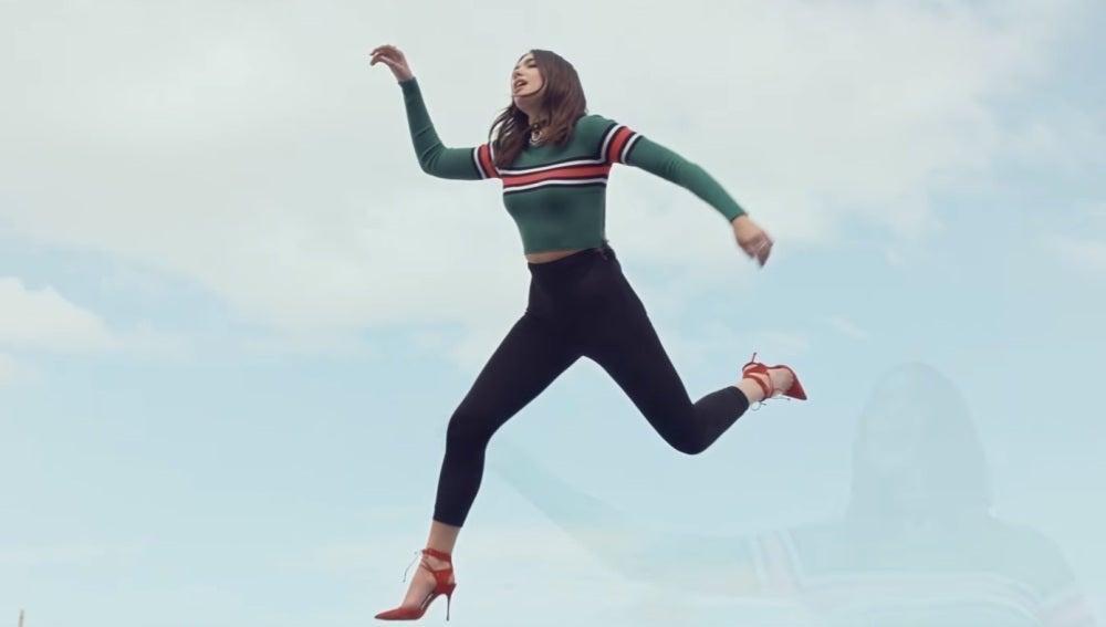 Dua Lipa levita en su último videoclip