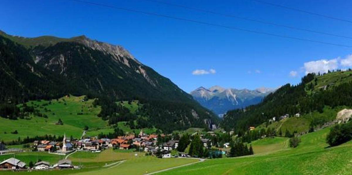Un pueblo suizo prohíbe a los turistas hacer fotografías