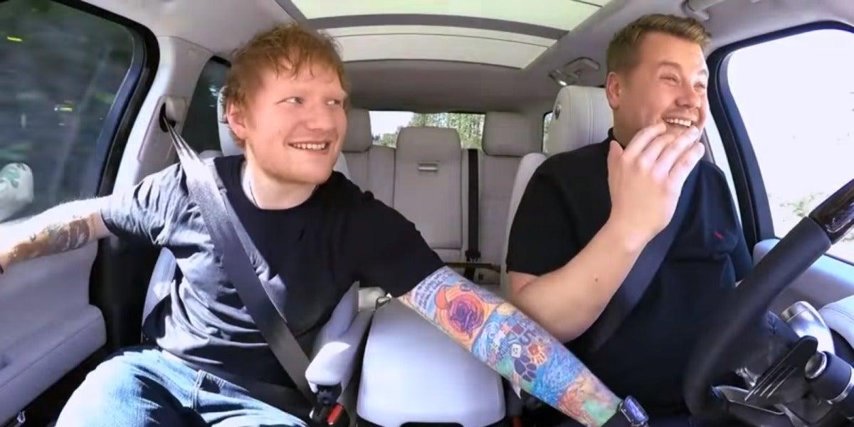 Ed Sheeran le soba la entrepierna a James Corden