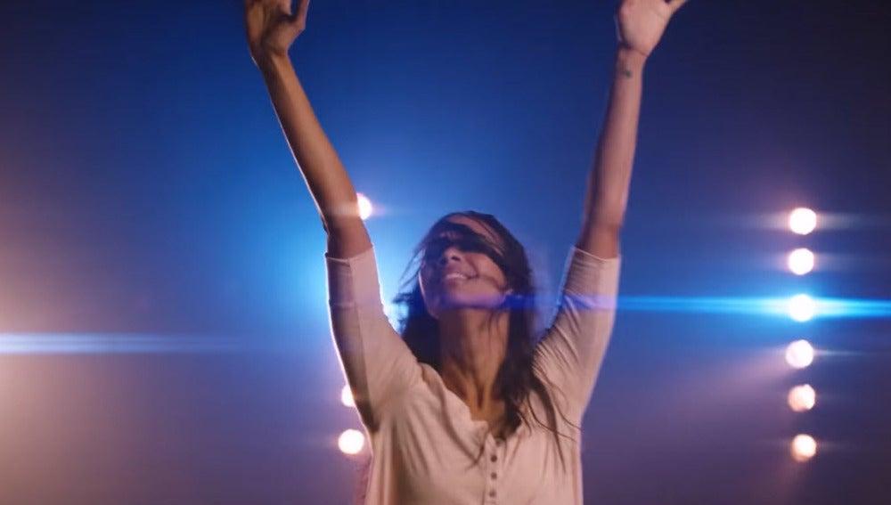 Zoe Saldaña, protagonista de 'Free Me', lo nuevo de Sia
