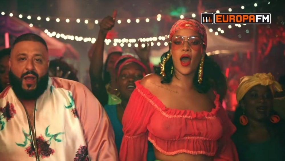 DJ Khaled y Rihanna en el vídeo de 'Wild Thoughts'