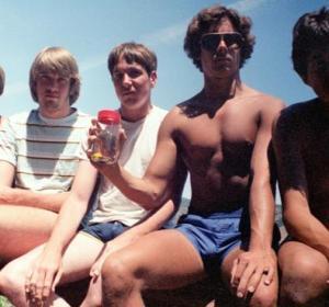 La imagen del grupo de amigos de California en 1982 que dio origen al reto