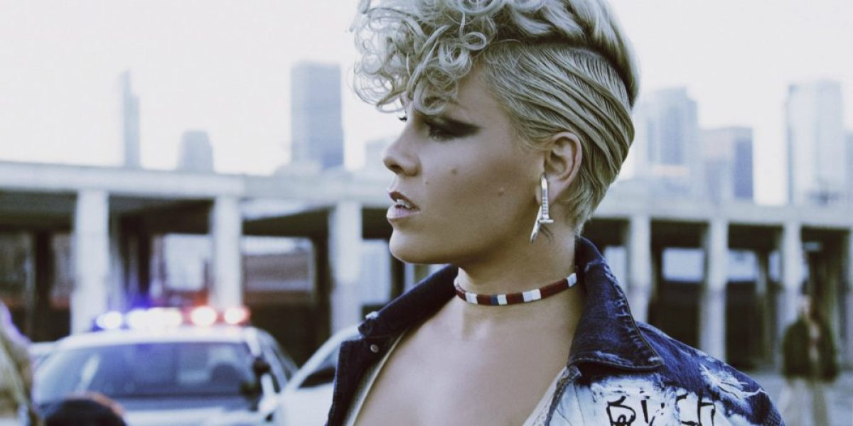 Pink en el vídeo de 'What About Us'