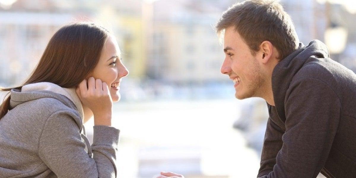 Una pareja de jóvenes