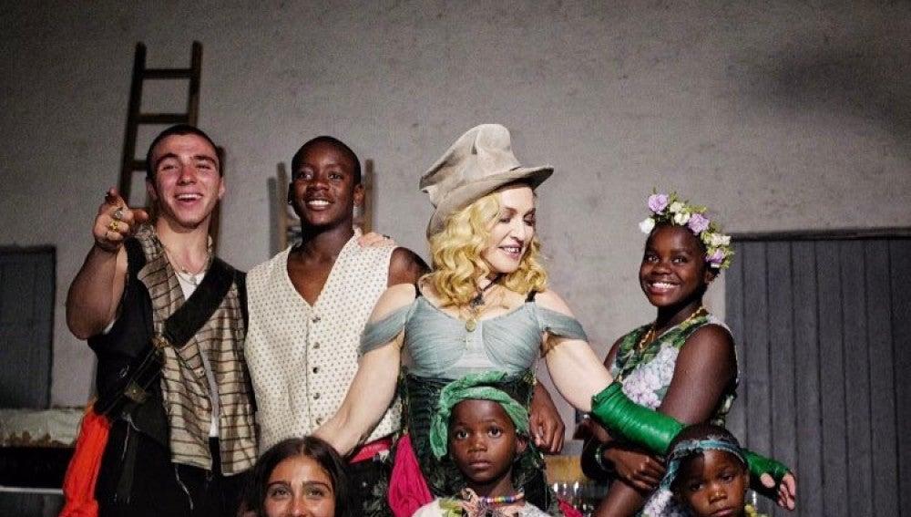 Madonna junto a sus seis hijos