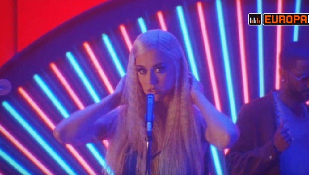 Katy Perry en el vídeo alternativo de 'Feels', de Calvin Harris