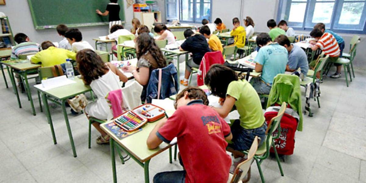 Alumnos en una clase de primaria del colegio
